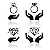 Anillo de compromiso del diamante con el icono de las manos Imagen de archivo libre de regalías