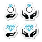 Anillo de compromiso del diamante con el icono de las manos Imagen de archivo