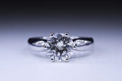 Anillo de diamante foto de archivo libre de regalías