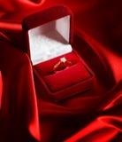 Anillo de diamante de la boda Fotografía de archivo