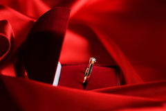 Anillo de diamante de la boda Imágenes de archivo libres de regalías