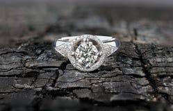 Anillo de diamante del centelleo Foto de archivo