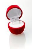 Anillo de diamante en el rectángulo rojo. Imagen de archivo