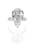 Anillo de diamante grande. Imagen de archivo libre de regalías