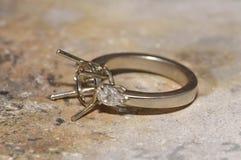 Anillo de diamante inacabado en el taller Fotos de archivo libres de regalías