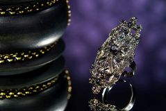 Anillo de diamante negro Imágenes de archivo libres de regalías