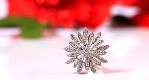 Anillo de la flor del diamante Foto de archivo libre de regalías