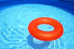 Anillo de la nadada en la piscina Foto de archivo libre de regalías