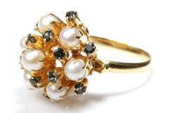 Anillo de la perla y de la piedra preciosa Fotografía de archivo libre de regalías