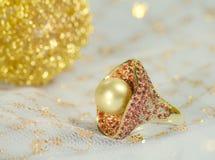 Anillo de oro de la perla Foto de archivo