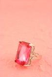 Anillo de piedra rosado Imagenes de archivo