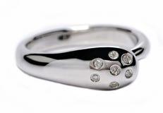Anillo de plata con los diamantes Foto de archivo libre de regalías