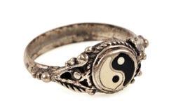 anillo de Yin-Yang en primer libre illustration
