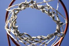 Anillo del baloncesto con la red blanca imágenes de archivo libres de regalías