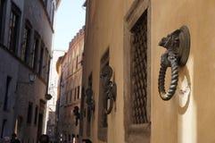 Anillo del metal para atar caballos en Siena Imagen de archivo libre de regalías