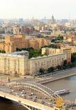 Anillo del transporte de Moscú, río, puente, paso superior, opinión del tráfico para imagenes de archivo