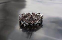 Anillo del vintage con el diamante Imagen de archivo libre de regalías