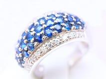 Anillo del zafiro del diamante Fotografía de archivo libre de regalías