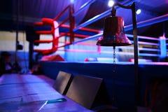 Anillo y alarma de boxeo Fotos de archivo libres de regalías
