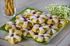 Anillos cocidos de la pasta de hojaldre Fotografía de archivo