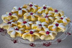 Anillos cocidos de la pasta de hojaldre de la piña Fotos de archivo libres de regalías