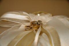 Anillos de bodas Imagenes de archivo