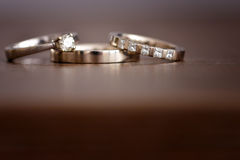 Anillos de bodas aislados del oro blanco Fotografía de archivo