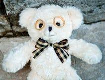 Anillos de bodas como oso del juguete de los vidrios imagen de archivo