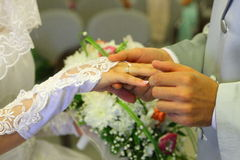 Anillos de bodas del desposorio fotografía de archivo