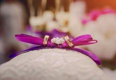Anillos de bodas HD Imagen de archivo