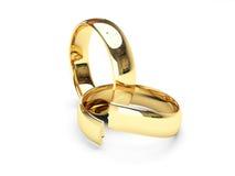Anillos de bodas quebrados del oro Fotografía de archivo libre de regalías