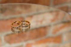 Anillos de bodas simples Fotografía de archivo libre de regalías