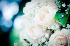 Anillos de bodas y ramo Fotos de archivo