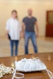 Anillos de bodas y s Foto de archivo libre de regalías