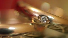 Anillos de diamante en luz almacen de video