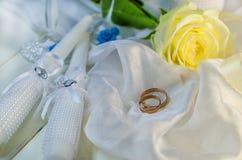 Anillos de Edding y accesorios de la boda Fotos de archivo libres de regalías