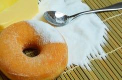 Anillos de espuma dulces deliciosos con el azúcar Foto de archivo libre de regalías