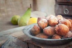 Anillos de espuma fritos de los buñuelos Foto de archivo libre de regalías