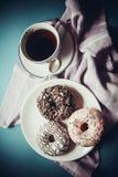 Anillos de espuma y café grasos fotografía de archivo
