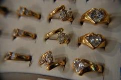 Anillos de oro Imágenes de archivo libres de regalías