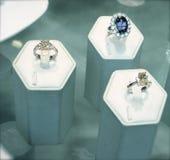 Anillos del diamante y del zafiro Foto de archivo