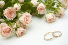 Anillos y rosas Fotografía de archivo libre de regalías