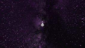 Animação abstrata colorida da nave espacial que voa em um espaço com biliões de estrelas e de starfall animation ilustração royalty free