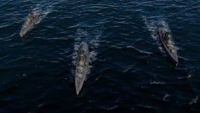 animação 3d de uma frota da navio de guerra no oceano aberto na alta velocidade
