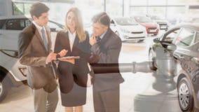 Animação de Digitas dos executivos que interagem na sala de exposições do carro filme