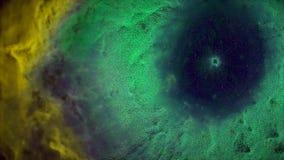 Animação do voo espacial através da nebulosa amarela e verde Mosca através da nebulosa e das estrelas do espaço vídeos de arquivo
