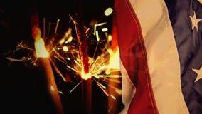 Animación de Digitaces de bengalas y de la bandera americana en la noche metrajes