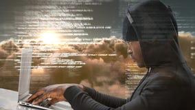Animación de Digitaces del ordenador portátil del usng del pirata informático y de códigos digitales