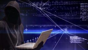 Animación de Digitaces del pirata informático que corta códigos del ordenador portátil y de ordenador de la tecnología metrajes