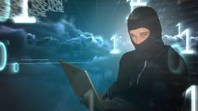 Animación de Digitaces del pirata informático que usa el ordenador portátil almacen de video